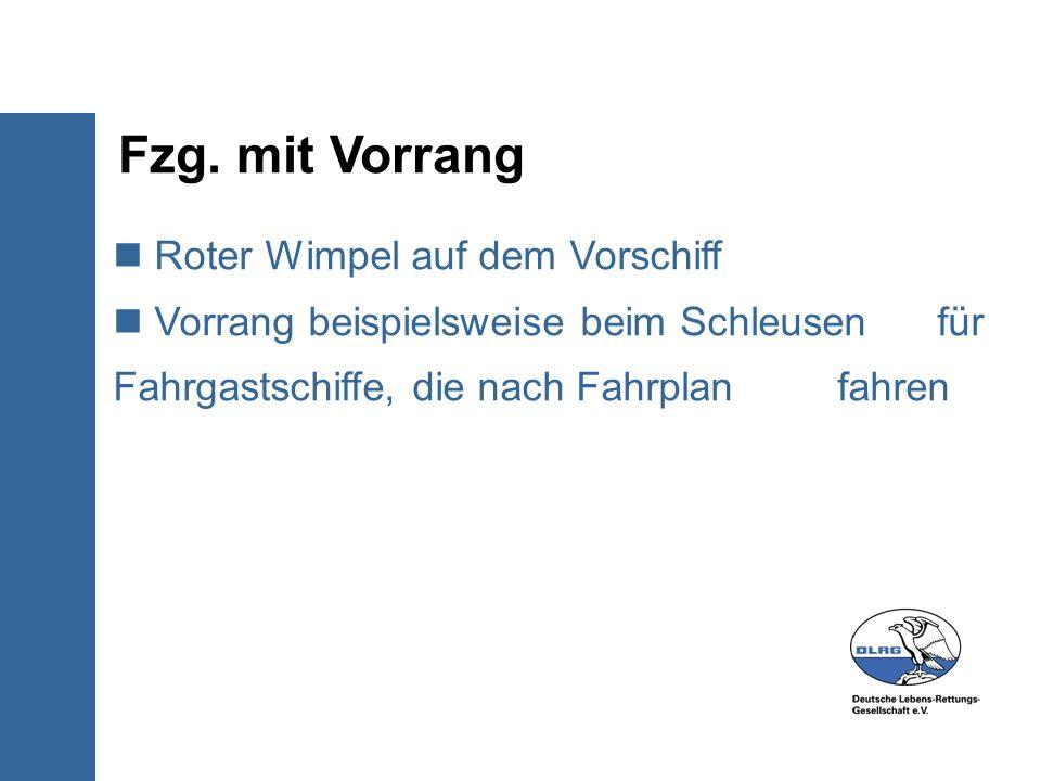 Fzg. mit Vorrang Roter Wimpel auf dem Vorschiff