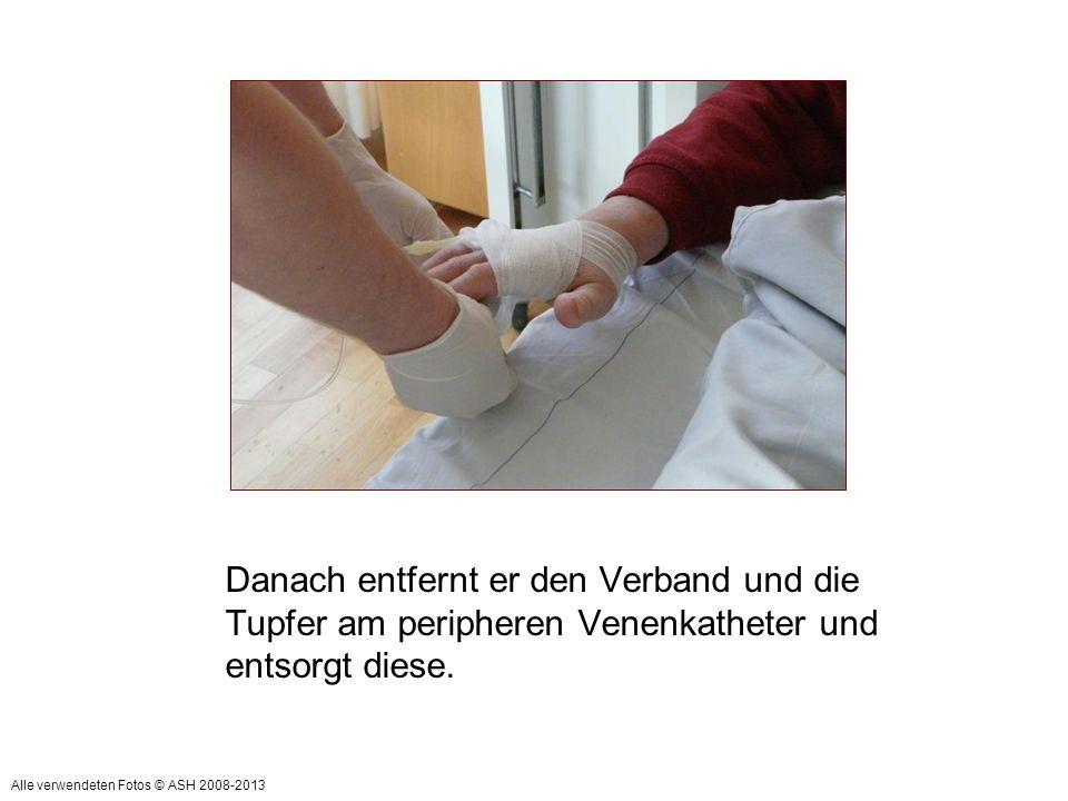 Danach entfernt er den Verband und die Tupfer am peripheren Venenkatheter und entsorgt diese.