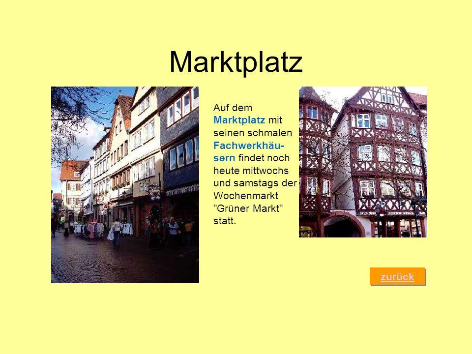 MarktplatzAuf dem Marktplatz mit seinen schmalen Fachwerkhäu-sern findet noch heute mittwochs und samstags der Wochenmarkt Grüner Markt statt.