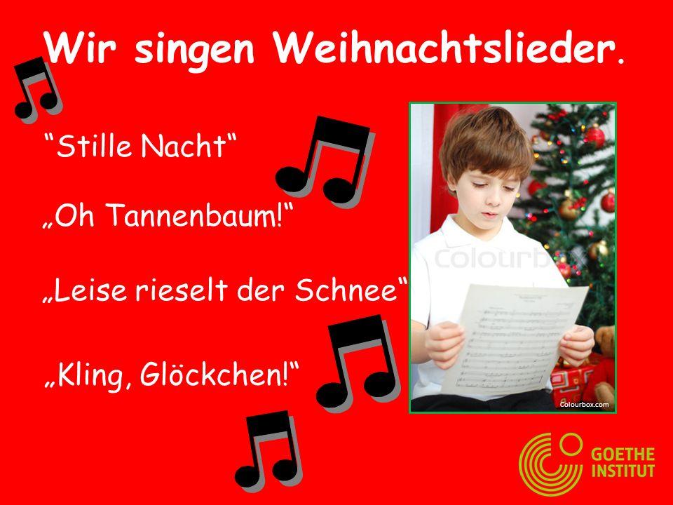 Wir singen Weihnachtslieder.