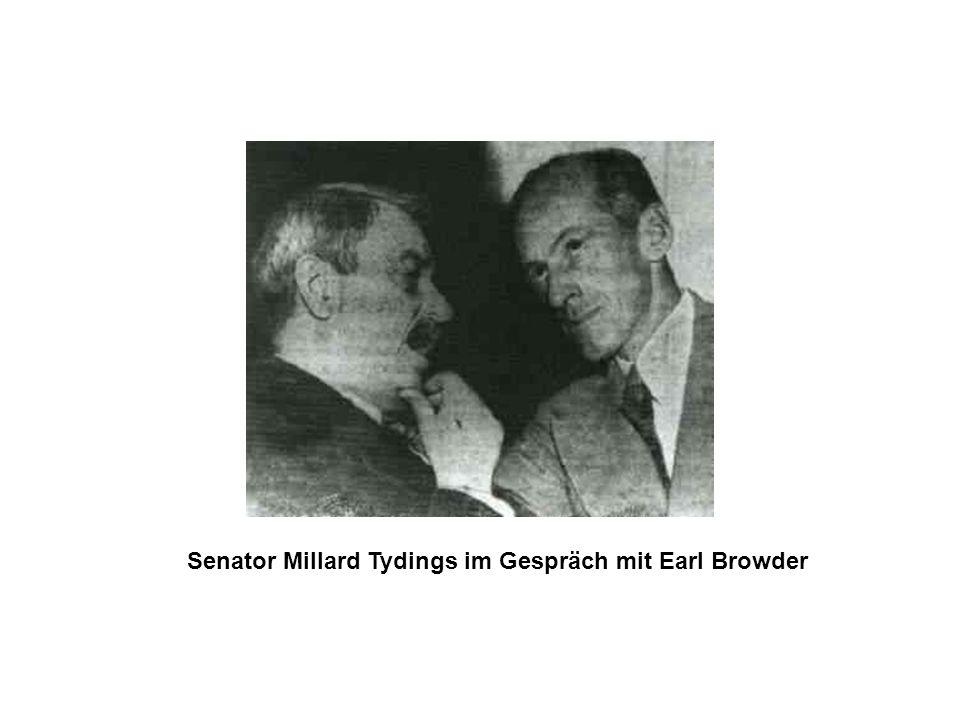 Senator Millard Tydings im Gespräch mit Earl Browder