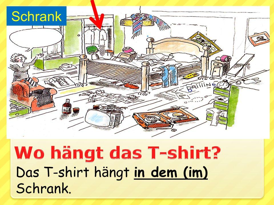 Schrank Wo hängt das T-shirt Das T-shirt hängt in dem (im) Schrank.