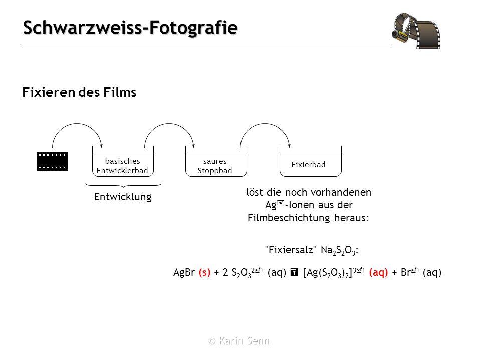 Fixieren des Films löst die noch vorhandenen Ag+-Ionen aus der Filmbeschichtung heraus: basisches Entwicklerbad.