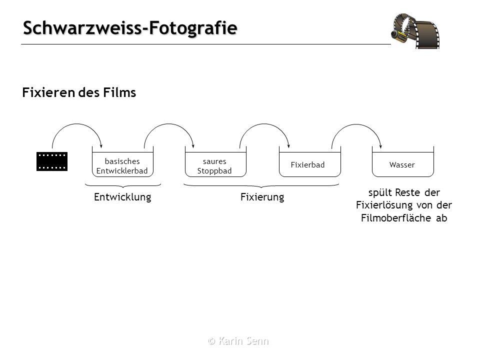 Fixieren des Films spült Reste der Fixierlösung von der Filmoberfläche ab. basisches Entwicklerbad.