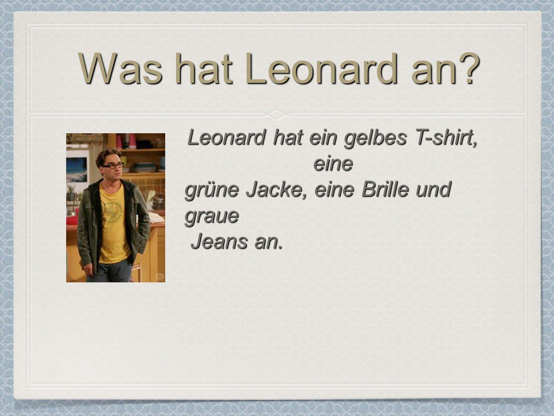 Leonard hat ein gelbes T-shirt, eine