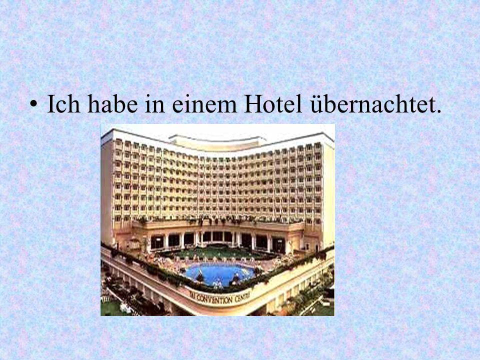 Ich habe in einem Hotel übernachtet.