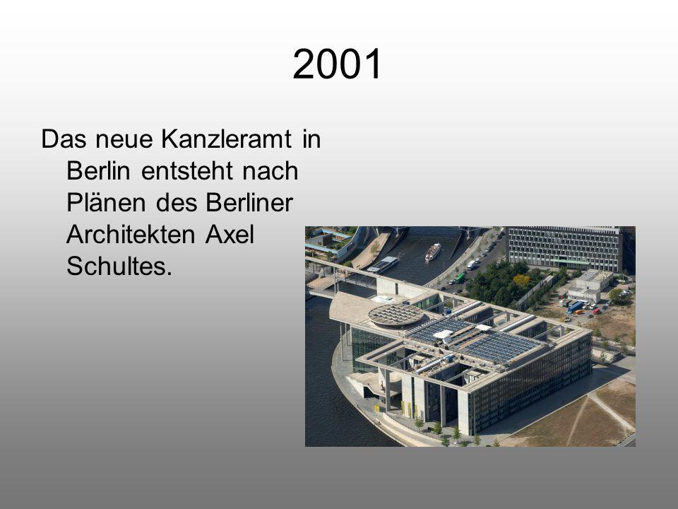 2001 Das neue Kanzleramt in Berlin entsteht nach Plänen des Berliner Architekten Axel Schultes.
