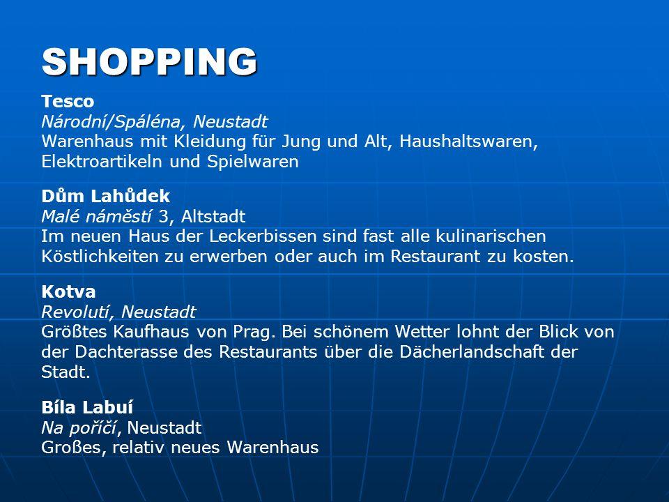 SHOPPING Tesco Národní/Spáléna, Neustadt Warenhaus mit Kleidung für Jung und Alt, Haushaltswaren, Elektroartikeln und Spielwaren.