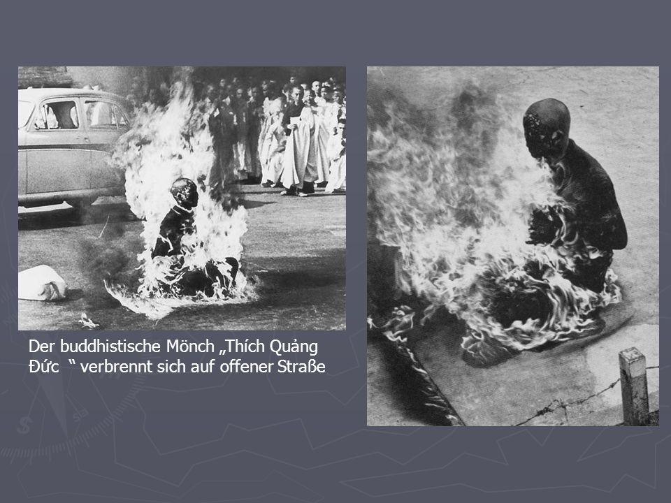 """Der buddhistische Mönch """"Thích Quảng Ðức verbrennt sich auf offener Straße"""