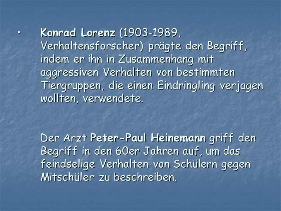 Konrad Lorenz (1903-1989, Verhaltensforscher) prägte den Begriff, indem er ihn in Zusammenhang mit aggressiven Verhalten von bestimmten Tiergruppen, die einen Eindringling verjagen wollten, verwendete.