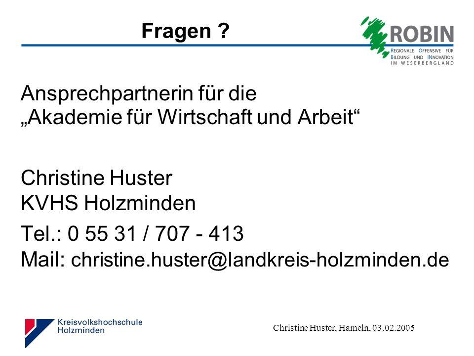 """Fragen Ansprechpartnerin für die """"Akademie für Wirtschaft und Arbeit Christine Huster KVHS Holzminden."""