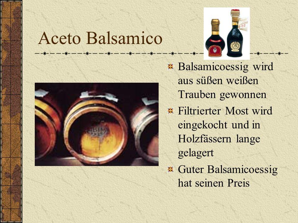 Aceto Balsamico Balsamicoessig wird aus süßen weißen Trauben gewonnen