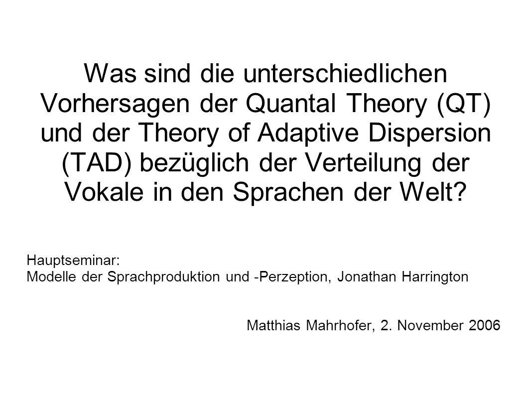 Was sind die unterschiedlichen Vorhersagen der Quantal Theory (QT) und der Theory of Adaptive Dispersion (TAD) bezüglich der Verteilung der Vokale in den Sprachen der Welt