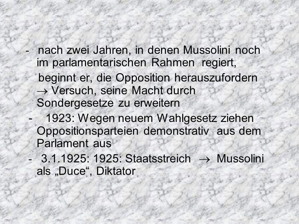 - nach zwei Jahren, in denen Mussolini noch im parlamentarischen Rahmen regiert,