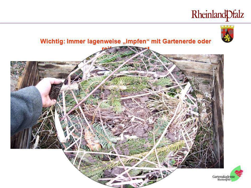 """Wichtig: Immer lagenweise """"impfen mit Gartenerde oder reifem Kompost"""