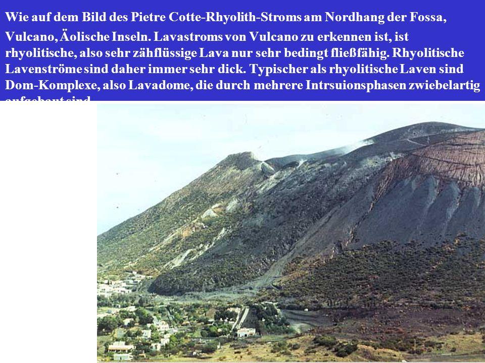 Wie auf dem Bild des Pietre Cotte-Rhyolith-Stroms am Nordhang der Fossa, Vulcano, Äolische Inseln.