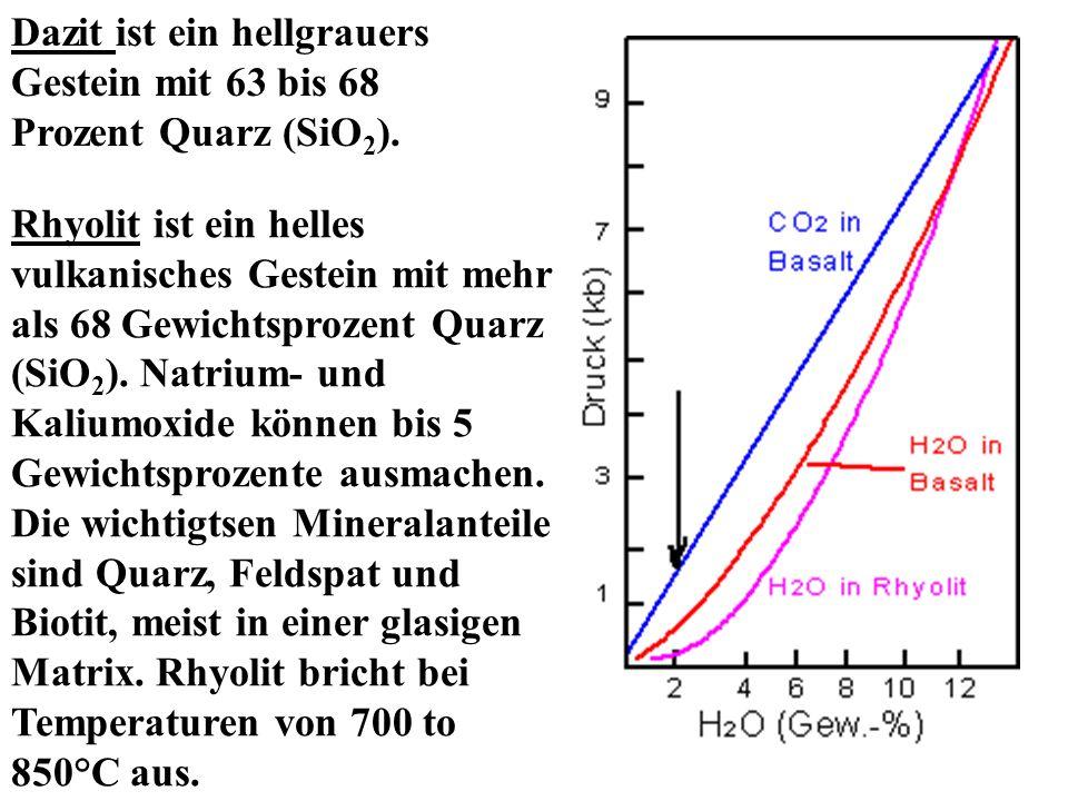 Dazit ist ein hellgrauers Gestein mit 63 bis 68 Prozent Quarz (SiO2).