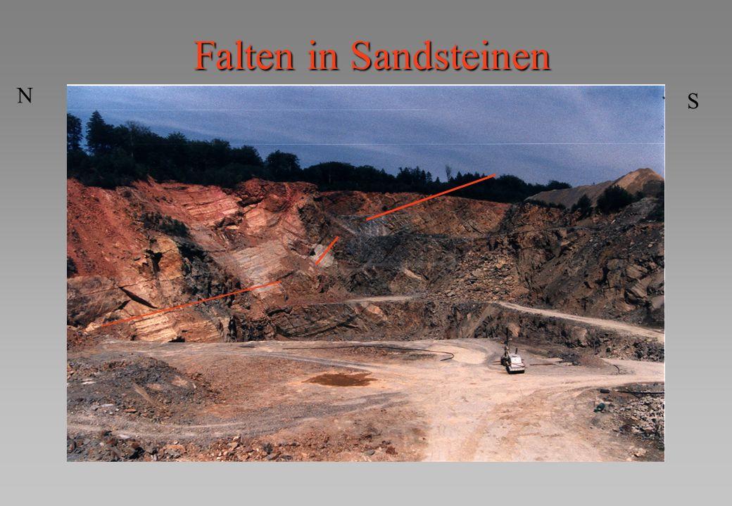 Falten in Sandsteinen N S