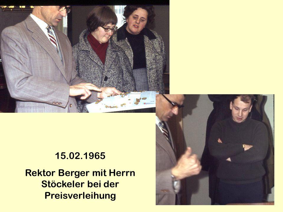 Rektor Berger mit Herrn Stöckeler bei der Preisverleihung