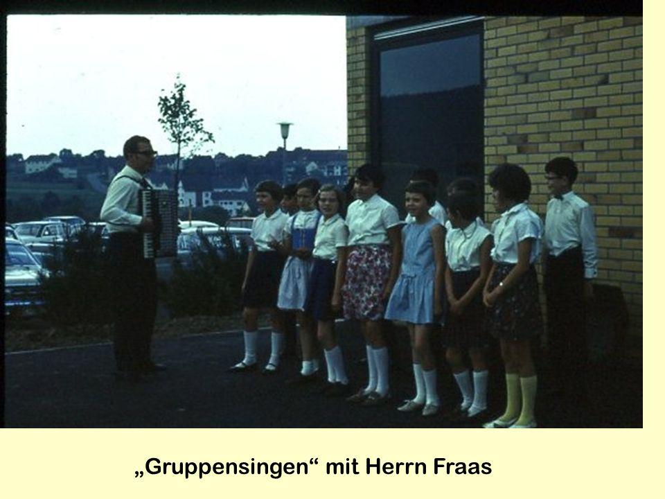 """Gruppensingen mit Herrn Fraas"