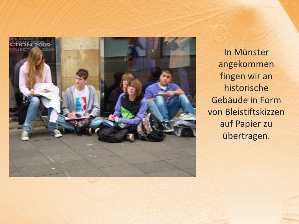 In Münster angekommen fingen wir an historische Gebäude in Form von Bleistiftskizzen auf Papier zu übertragen.