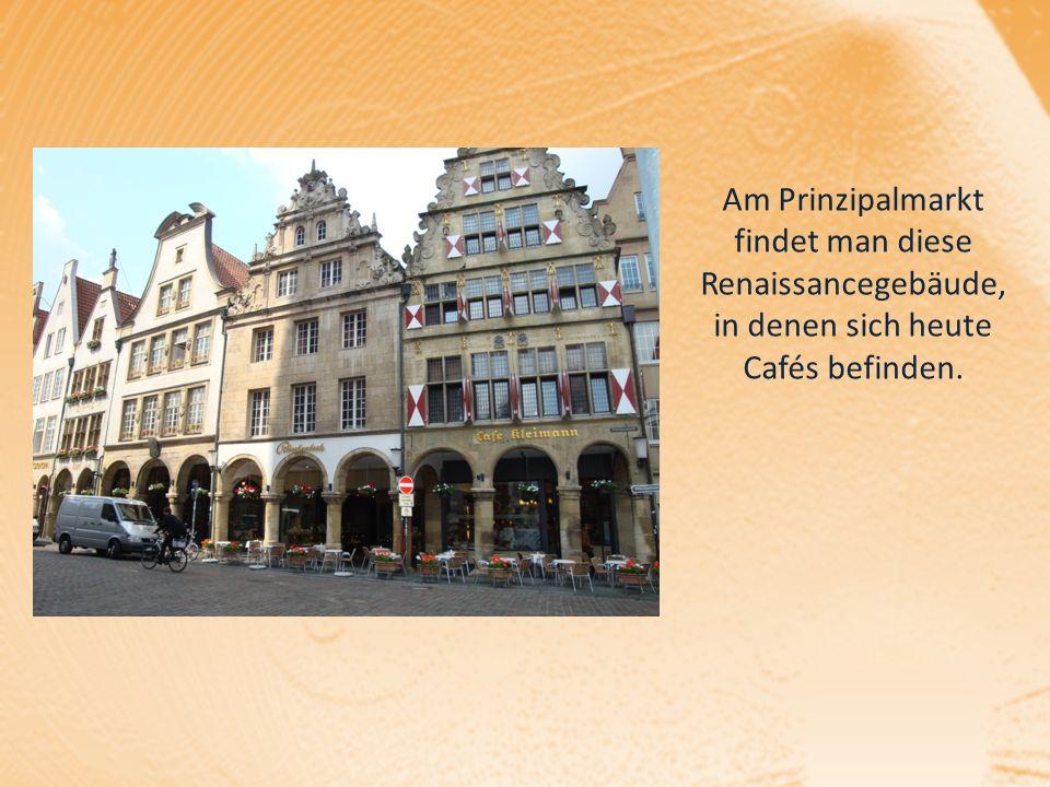 Am Prinzipalmarkt findet man diese Renaissancegebäude, in denen sich heute Cafés befinden.