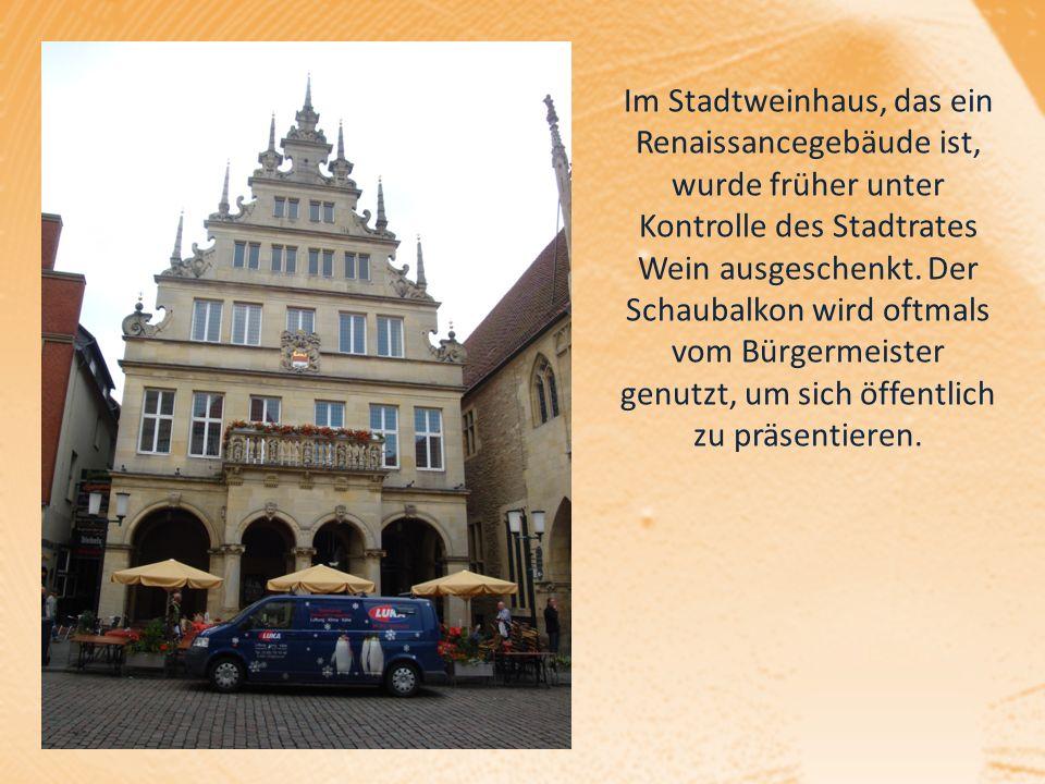 Im Stadtweinhaus, das ein Renaissancegebäude ist, wurde früher unter Kontrolle des Stadtrates Wein ausgeschenkt.