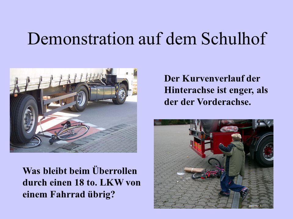 Demonstration auf dem Schulhof