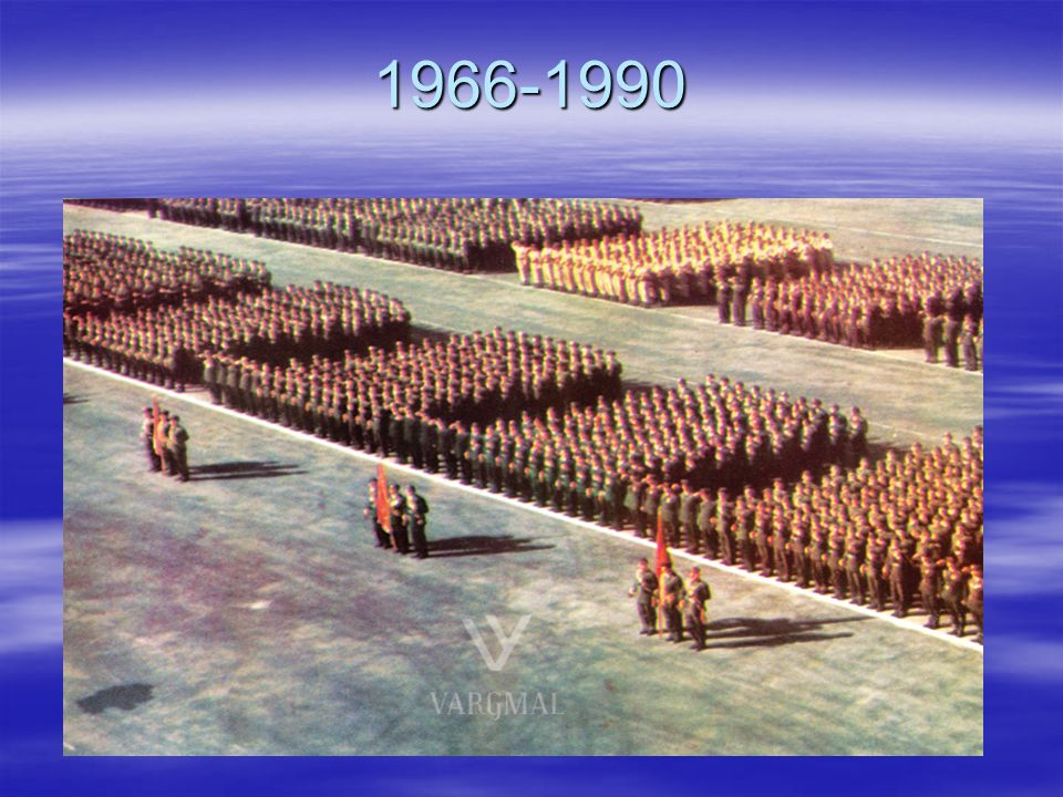 1966-1990 Unter der Bedingungen des kalten Krieges und der totalen Isolation wurde albanische Armee immer vergrößert.