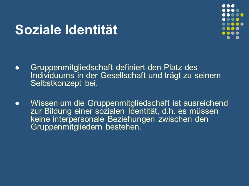Soziale Identität Gruppenmitgliedschaft definiert den Platz des Individuums in der Gesellschaft und trägt zu seinem Selbstkonzept bei.