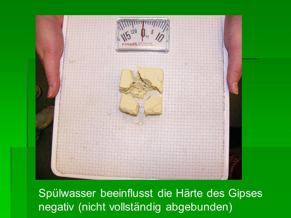 Spülwasser beeinflusst die Härte des Gipses negativ (nicht vollständig abgebunden)