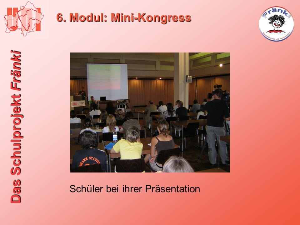 6. Modul: Mini-Kongress Schüler bei ihrer Präsentation