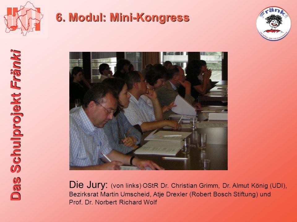 6. Modul: Mini-KongressDie Jury: (von links) OStR Dr. Christian Grimm, Dr. Almut König (UDI),