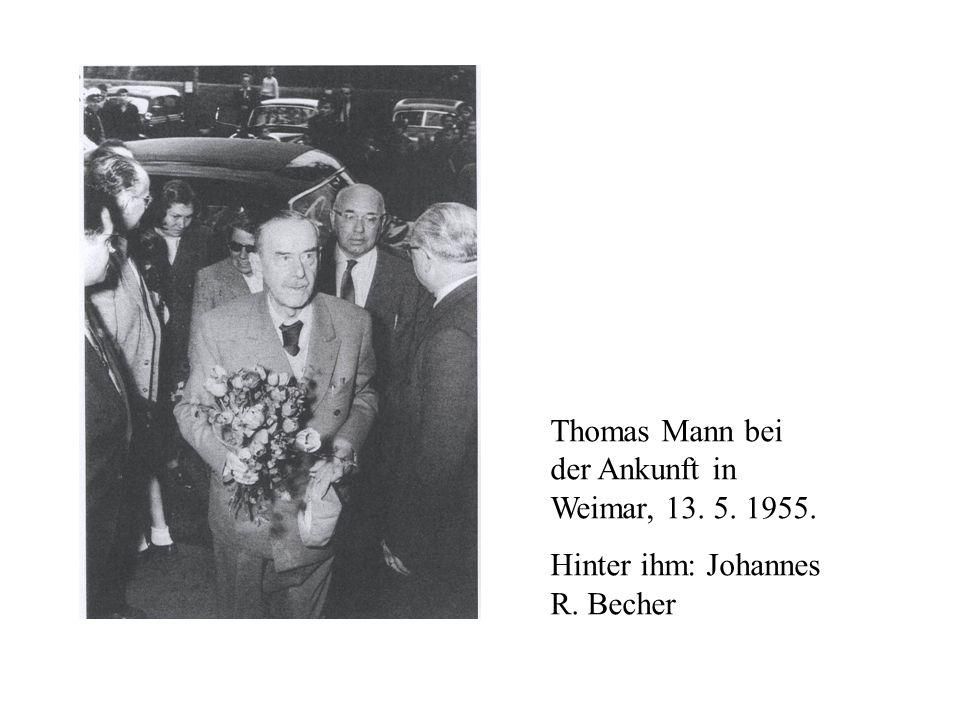 Thomas Mann bei der Ankunft in Weimar, 13. 5. 1955.