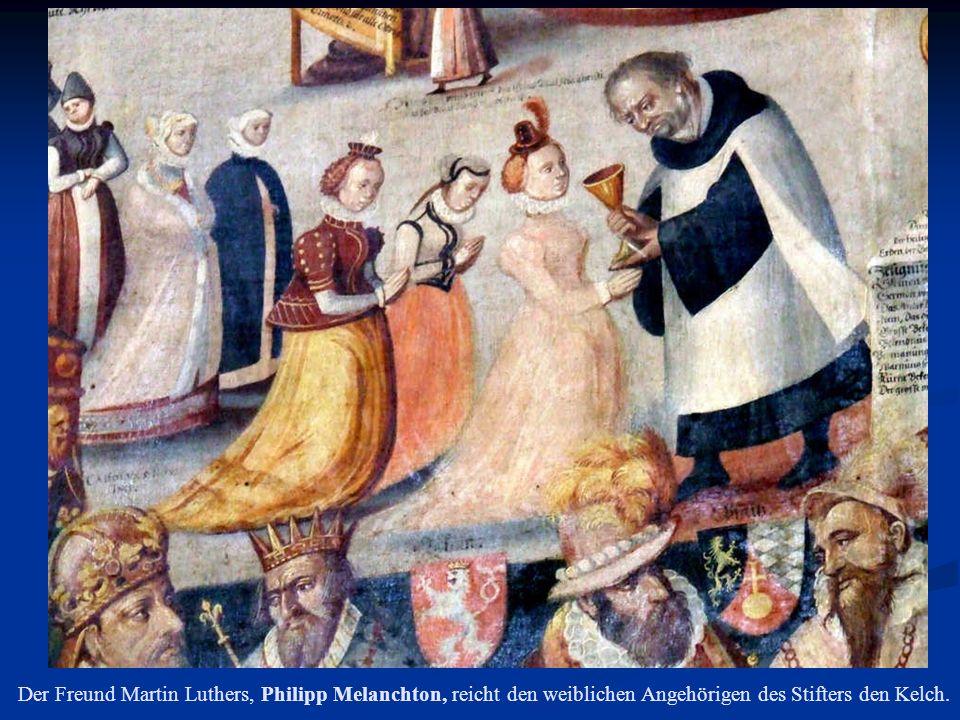 Der Freund Martin Luthers, Philipp Melanchton, reicht den weiblichen Angehörigen des Stifters den Kelch.