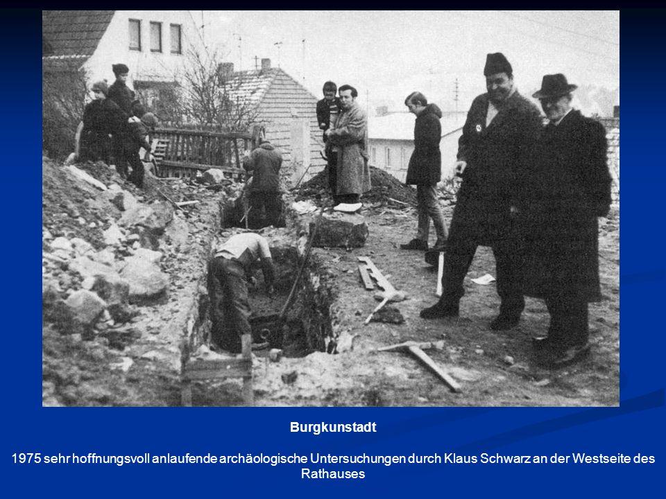 Burgkunstadt 1975 sehr hoffnungsvoll anlaufende archäologische Untersuchungen durch Klaus Schwarz an der Westseite des Rathauses.