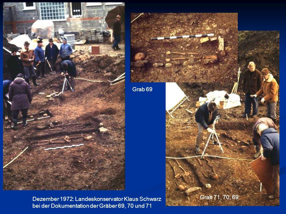 Grab 69 Dezember 1972: Landeskonservator Klaus Schwarz. bei der Dokumentation der Gräber 69, 70 und 71.