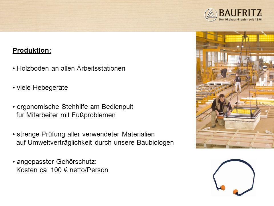Produktion: Holzboden an allen Arbeitsstationen. viele Hebegeräte. ergonomische Stehhilfe am Bedienpult für Mitarbeiter mit Fußproblemen.