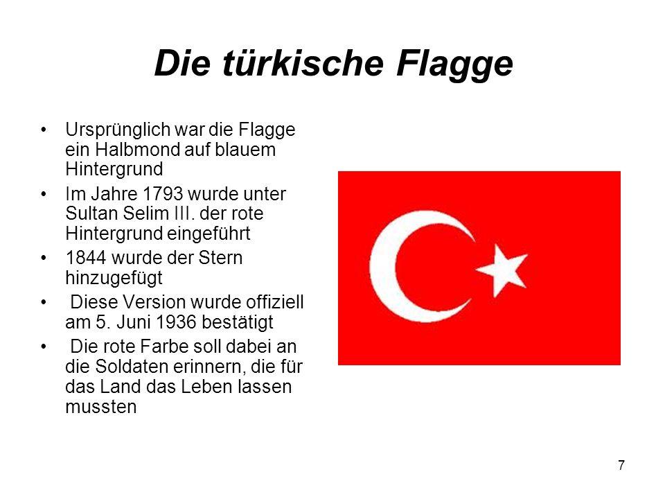 Die türkische Flagge Ursprünglich war die Flagge ein Halbmond auf blauem Hintergrund.