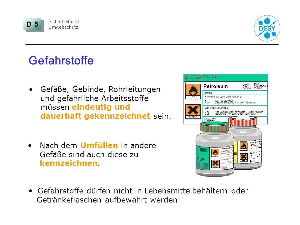 Gefahrstoffe Petroleum. F. Hinweise auf besondere Gefahren: R 11 Leichtentzündlich. R 20 Gesundheitsschädlich beim Einatmen.
