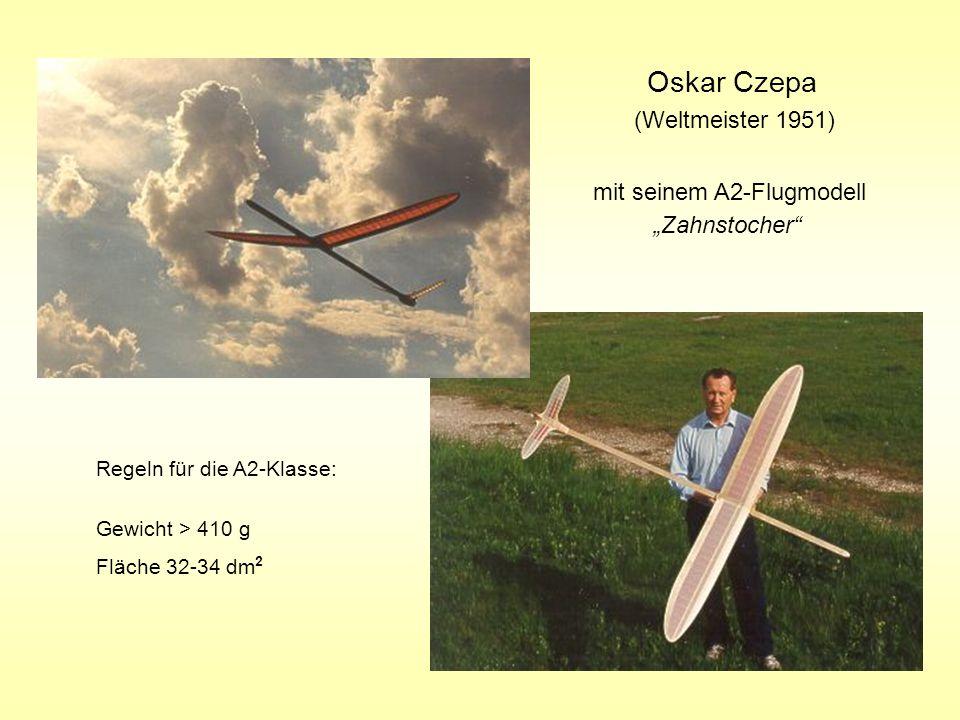 """Oskar Czepa (Weltmeister 1951) mit seinem A2-Flugmodell """"Zahnstocher"""