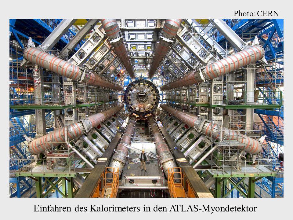 Einfahren des Kalorimeters in den ATLAS-Myondetektor