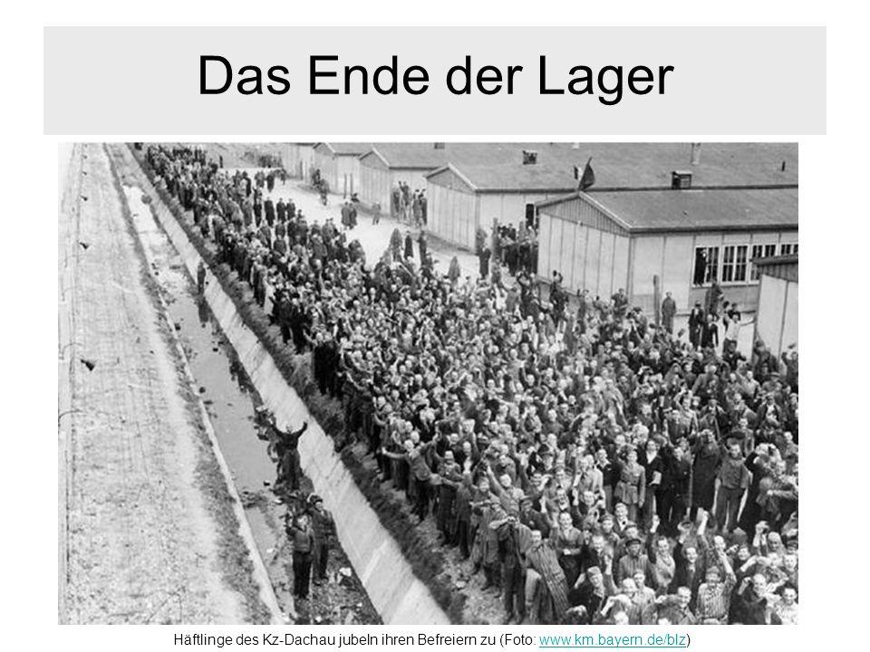 Das Ende der Lager Häftlinge des Kz-Dachau jubeln ihren Befreiern zu (Foto: www.km.bayern.de/blz)