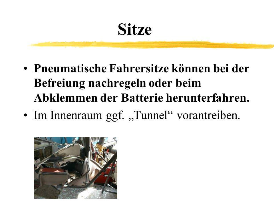 Sitze Pneumatische Fahrersitze können bei der Befreiung nachregeln oder beim Abklemmen der Batterie herunterfahren.