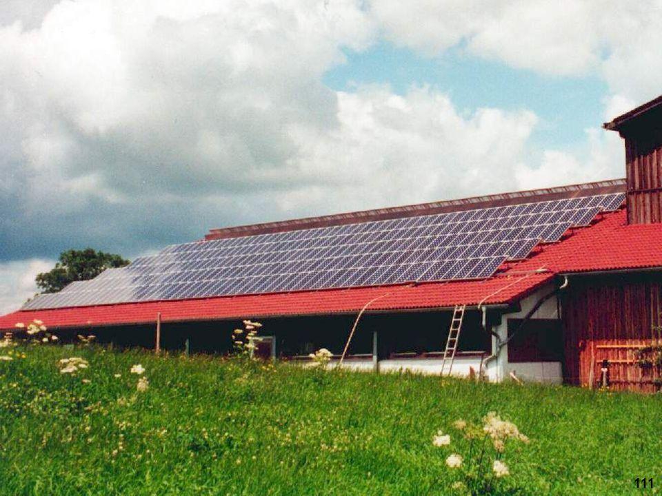 Hier ist der Neigungswinkel der Solarmodule durch Aufständerung noch etwas vergrößert worden, um den Ertrag bei niedrig stehender Sonne zu verbessern