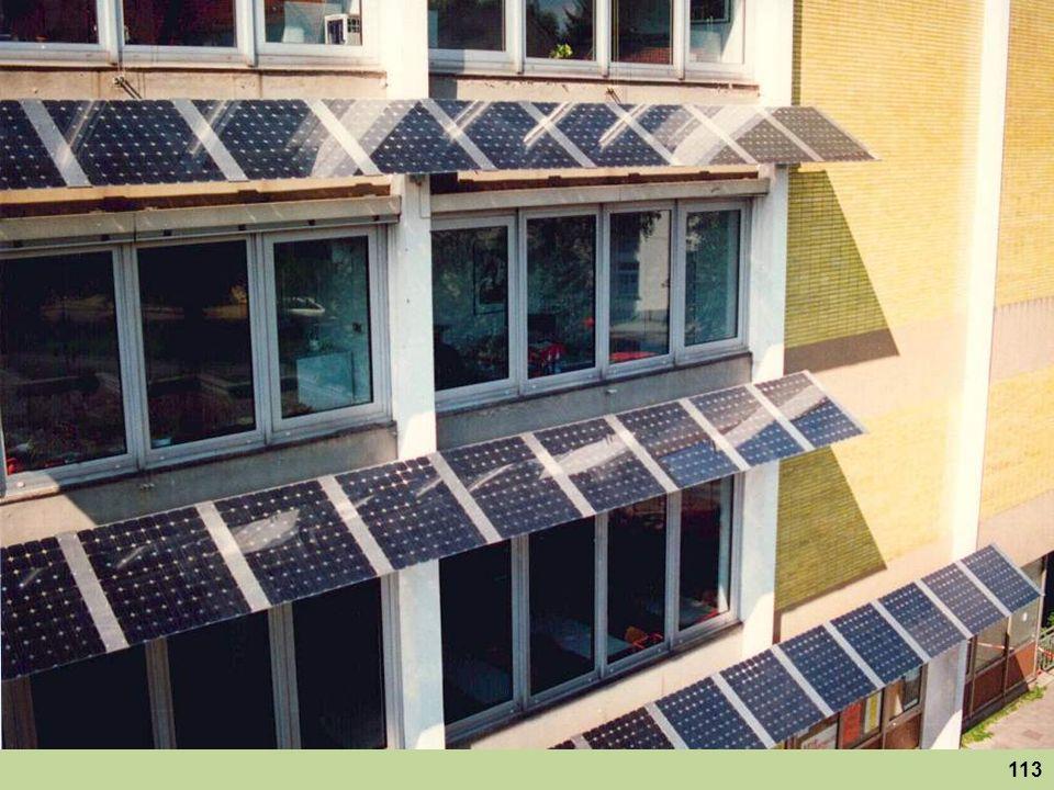 Solaranlage einer Studentengruppe an der Technischen Hochschule in Aachen. Angenehmer Nebeneffekt: Hier wird die hochstehende Sommersonne aus dem Hörsaal ferngehalten.