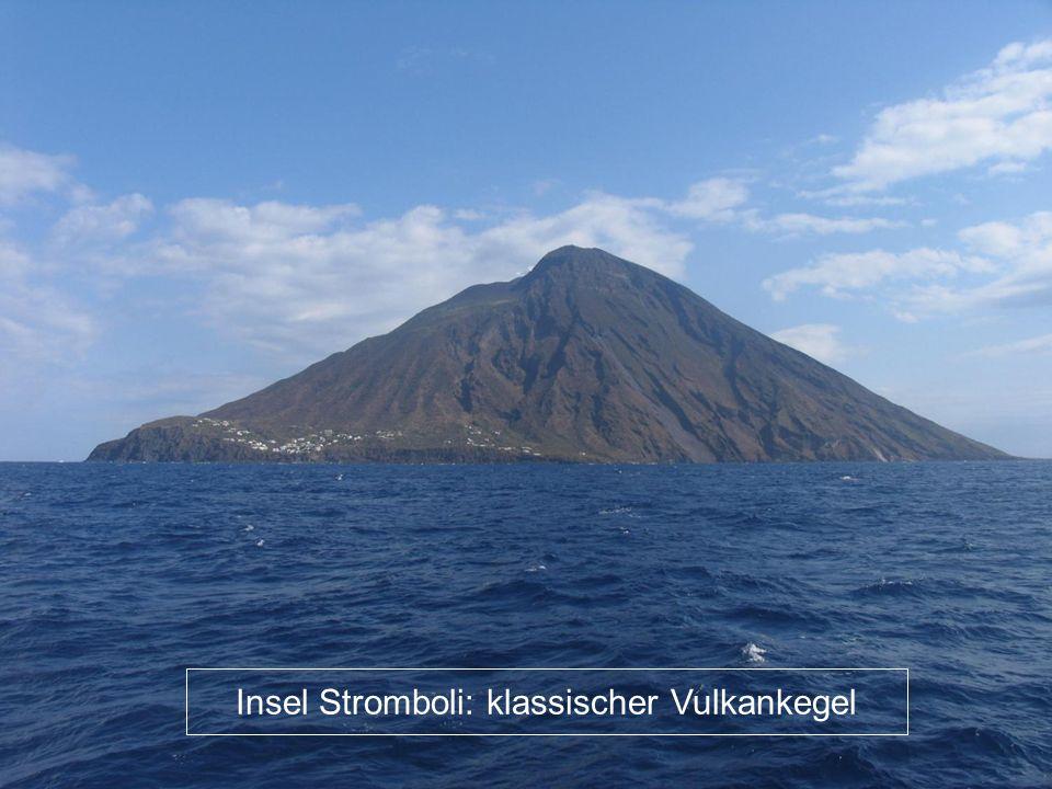 Insel Stromboli: klassischer Vulkankegel