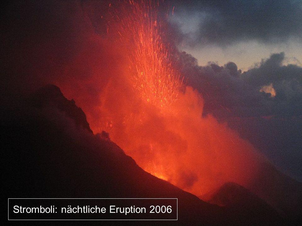 Stromboli: nächtliche Eruption 2006