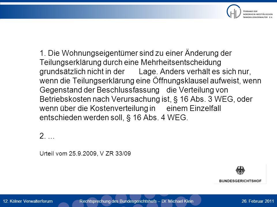 1. Die Wohnungseigentümer sind zu einer Änderung der Teilungserklärung durch eine Mehrheitsentscheidung grundsätzlich nicht in der Lage. Anders verhält es sich nur, wenn die Teilungserklärung eine Öffnungsklausel aufweist, wenn Gegenstand der Beschlussfassung die Verteilung von Betriebskosten nach Verursachung ist, § 16 Abs. 3 WEG, oder wenn über die Kostenverteilung in einem Einzelfall entschieden werden soll, § 16 Abs. 4 WEG. 2. ... Urteil vom 25.9.2009, V ZR 33/09