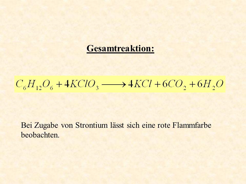 Gesamtreaktion: Bei Zugabe von Strontium lässt sich eine rote Flammfarbe beobachten.